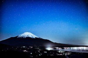富士山と山中湖と星空