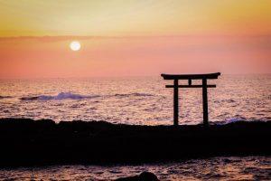 大洗磯前神社の鳥居と朝日