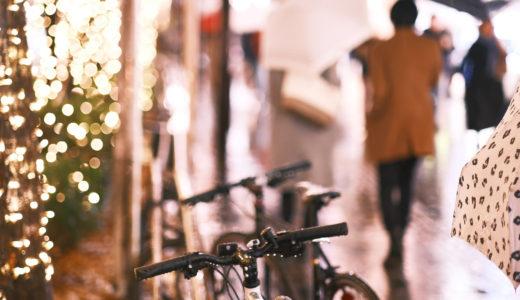 [写真]雨の表参道の自転車(X-Pro3 )